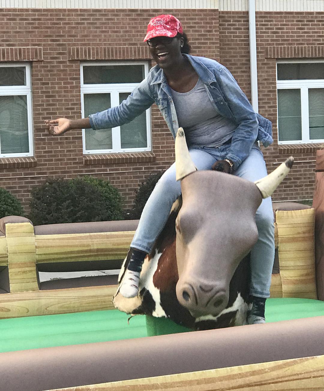 PHOTO bull riding Kyhree Gray